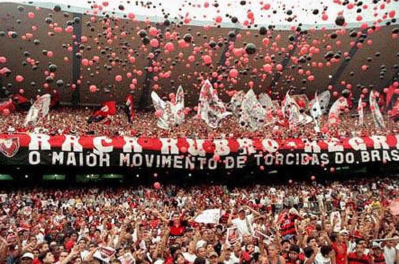 http://vitoraflael.files.wordpress.com/2009/03/torcida-do-flamengo1.jpg